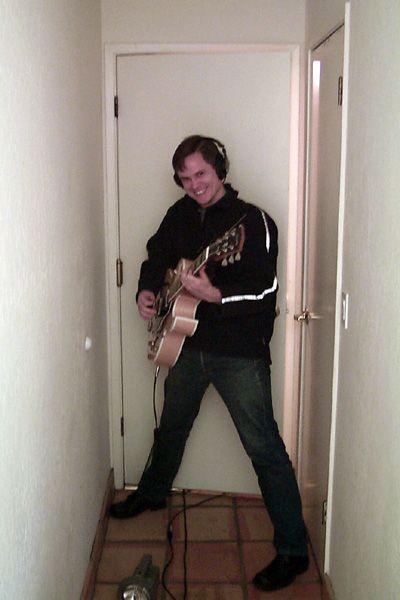 http://www.stellavision.com/gallery/2001_recording/steve-2001-10-12-hallway.jpg